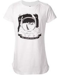 weißes und schwarzes bedrucktes T-Shirt mit Rundhalsausschnitt