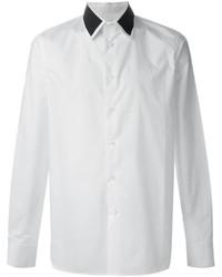 weißes und schwarzes Businesshemd