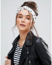 weißes und schwarzes gepunktetes Haarband