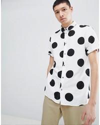 weißes und schwarzes gepunktetes Kurzarmhemd