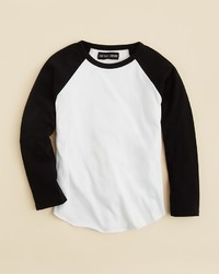 weißes und schwarzes Langarmshirt