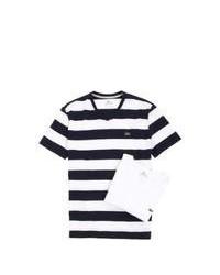 weißes und schwarzes T-Shirt mit einem V-Ausschnitt