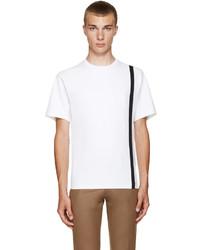 weißes vertikal gestreiftes T-Shirt mit einem Rundhalsausschnitt